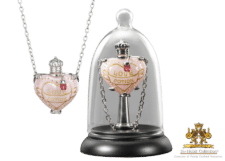 Harry Potter: Love Potion Pendant and Display