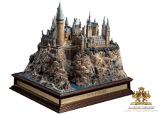 Harry Potter: Hogwarts School Sculpture